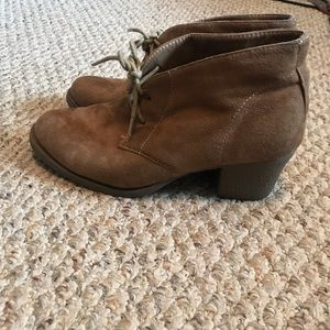 Shoes - GREAT CONDITION! Reactivity boots. Size 8.